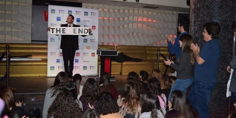 Actuacion del mago mentalista Cesar Vinuesa durante la Afterwork Talent Party de jóvenes del IYTS International Young Talent Seminar